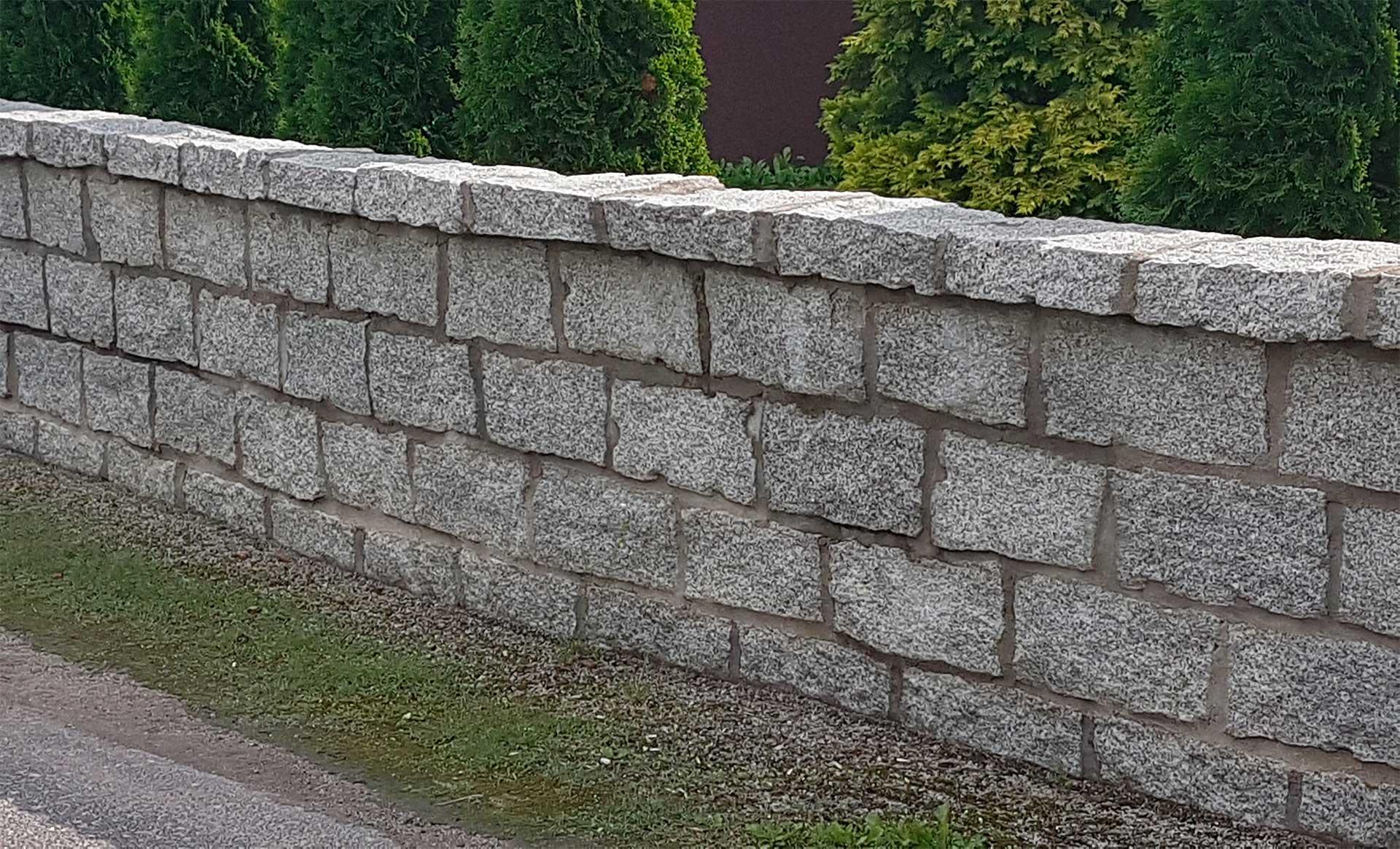 natursteinmauer granit mauerstein naturstein tyrcz. Black Bedroom Furniture Sets. Home Design Ideas